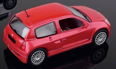 Renault Clio V6 Serie 2 (2000) Universal Hobbies 1/43 Rojo Metalizado