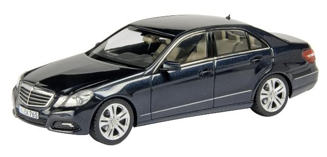 Mercedes Benz Clase E -W212- (2009) Schuco 1/43 Negro Avantgarde