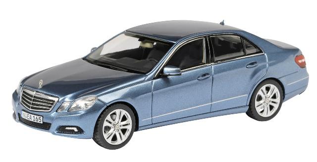 Mercedes Benz Clase E -W212- (2009) Schuco 1/43 Azul Metalizado Avantgarde