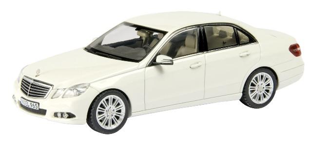 Mercedes Benz Clase E -W212- (2009) Schuco 1/43 Blanco Elegance