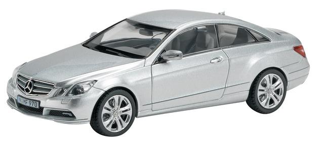 Mercedes Benz Clase E Coupé -C207- (2009) Schuco 1/43 Gris Metalizado