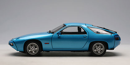 Porsche 928 (1978) Autoart 1/18 Azul Metalizado