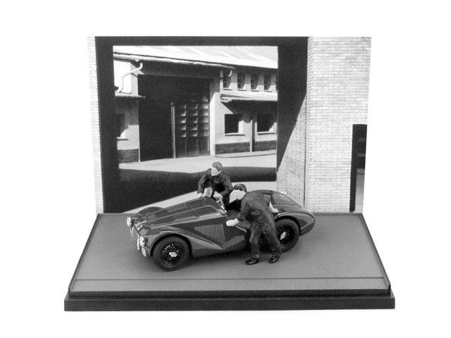 Ferrari 125 (1947) diorama con 2 mecánicos Brumm AS50 1/43 Diorama Decorado en B y N