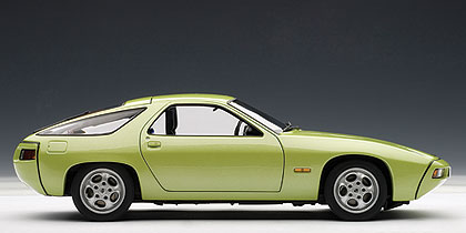Porsche 928 (1978) Autoart 1/18 Verde Metalizado