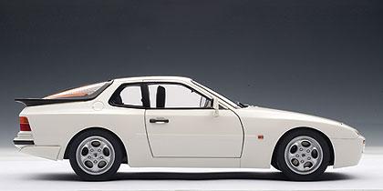Porsche 944 Turbo (1985) Autoart 1/18 Blanco Alpino