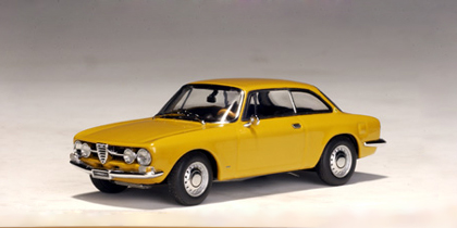 Alfa Romeo 1750 GTV (1967) Autoart 1/43 Amarillo Ocre