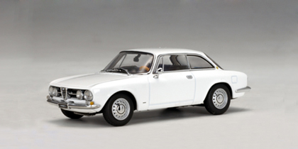 Alfa Romeo 1750 GTV (1967) Autoart 1/43 Blanco