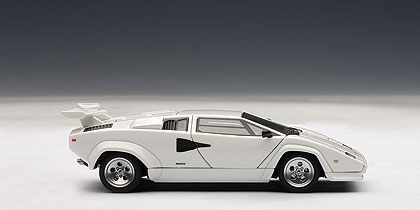 Lamborghini Countach 5000 S (1982) Autoart 1/43 Blanco