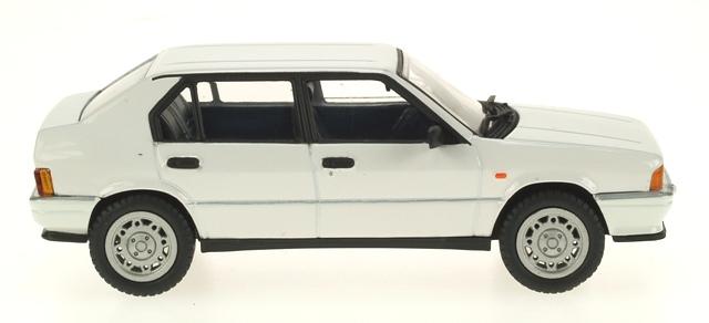 Alfa Romeo 33 QV Serie I (1983) Pego 1/43 Blanco