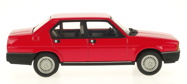 Alfa Romeo 90 (1984) Pego 1/43 Rojo