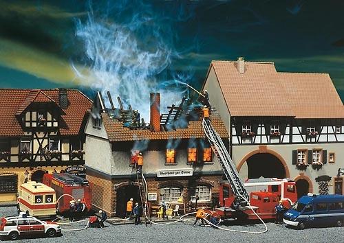 Albergue en llamas Kit Faller 130429 1/87
