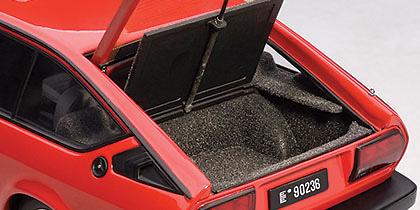 Alfa Romeo Alfetta GTV 2.0 (1980) Autoart 70146 1/18