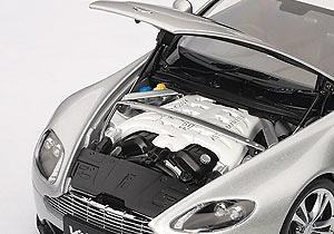 Aston Martin V12 Vantage (2010) Autoart 70206 1/18