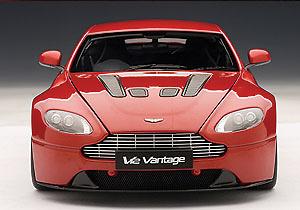 Aston Martin V12 Vantage (2010) Autoart 70208 1/18