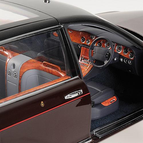 Bentley State Limousine: Bentley State Limousine (2002) Reina Isabel II Minichamps