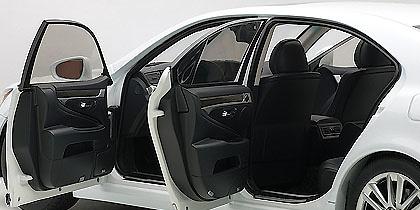 Lexus LS600hL (2013) Autoart 78843 1/18