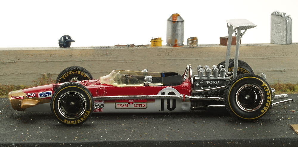 Lotus 49 nº 10 Graham Hill con 5 Mecánicos (1968) Diorama Micro World BE13 1/43