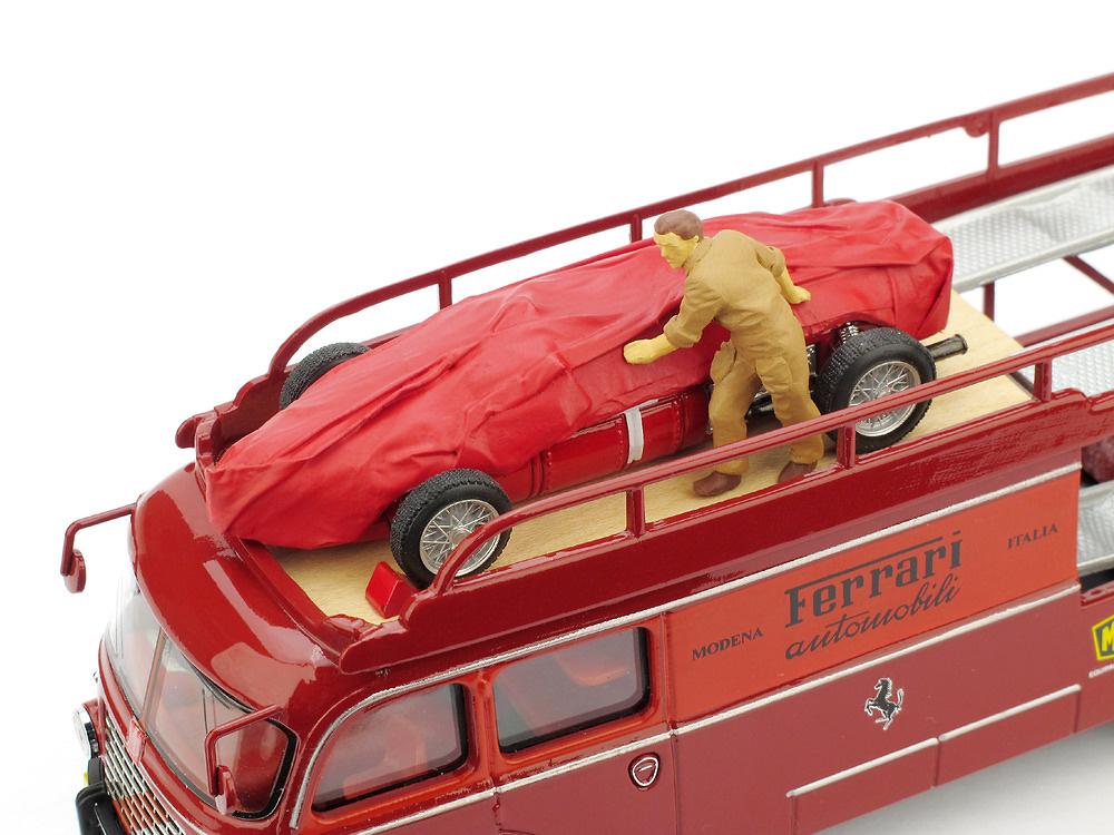 Mecánico con lona para Ferrari F156 (1961) Brumm F039 1/43