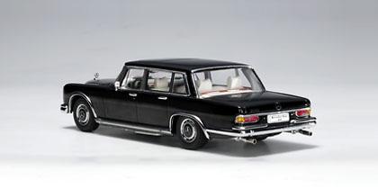 Mercedes Benz 600 SWB -W100- (1964) Autoart 56192 1/43