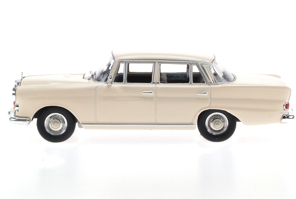 Mercedes Benz 200D -W110- (1961) White Box 186662 1/43