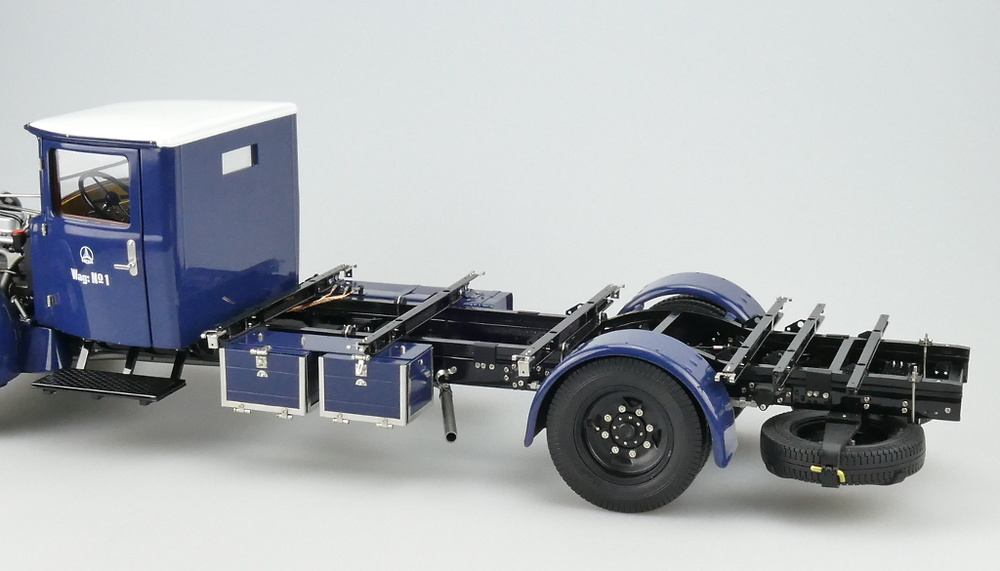 Mercedes Benz Racing Car Transporter LO 2750 (1934) CMC M144 1:18