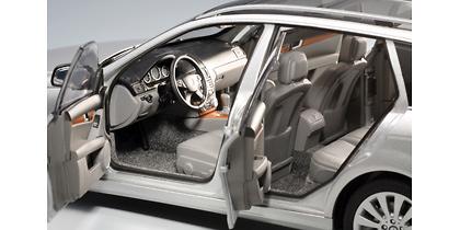 Mercedes Benz Clase C -W204- Serie T (2007) Autoart 76266 1/18