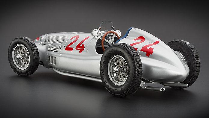 Mercedes W165 nº 24 Rudolf Caracciola (1939) CMC M074 1/18