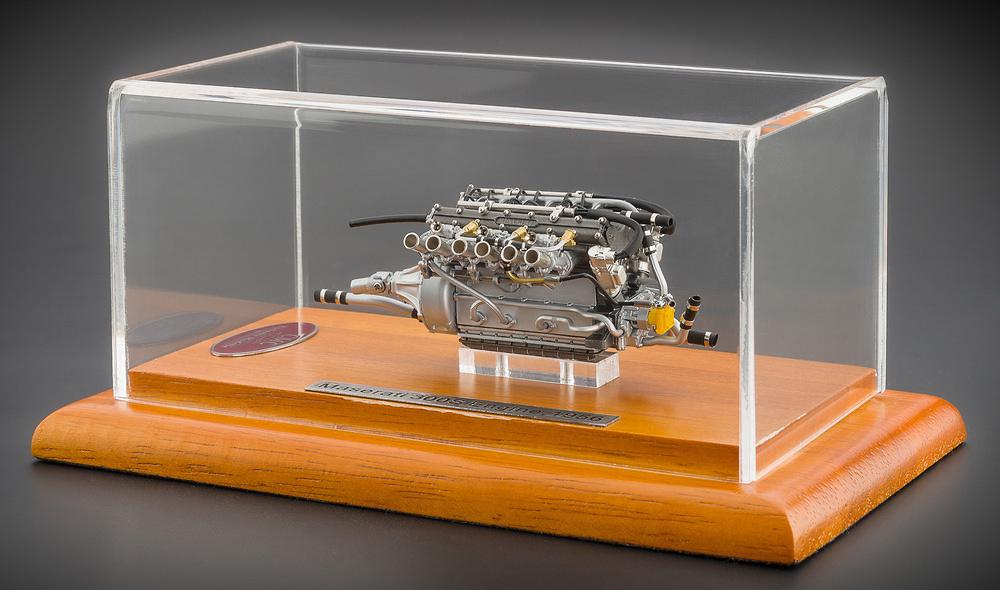 Motor Maserati 300S (1956) CMC M110 1:18