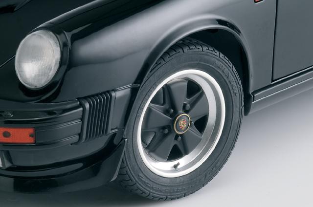 Porsche 911 Carrera 3.2 (1983) Premium ClassiXXs 10154 1/12
