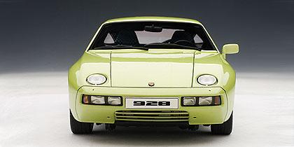 Porsche 928 (1978) Autoart 77904 1/18