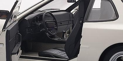 Porsche 944 Turbo (1985) Autoart 77958 1/18