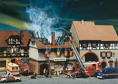 Albergue en llamas Kit Faller 1/87