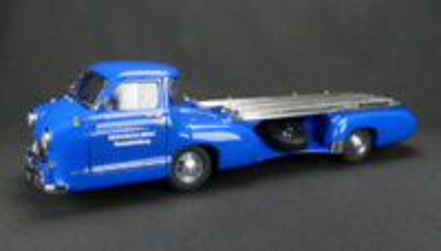 Mercedes Benz Racing Car Transporter (1955) CMC 1/18