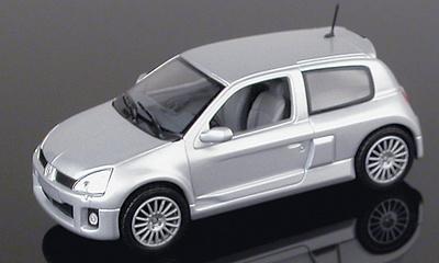 Renault Clio V6 Serie 2 (2000) Universal Hobbies 1/43