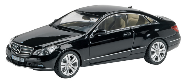 Mercedes Benz Clase E Coupé -C207- (2009) Schuco 1/43 Negro