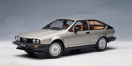 Alfa Romeo Alfetta GTV 2.0 (1980) Autoart 1/18 Gris Metalizado