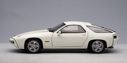 Porsche 928 (1978) Autoart 1/18 Blanco