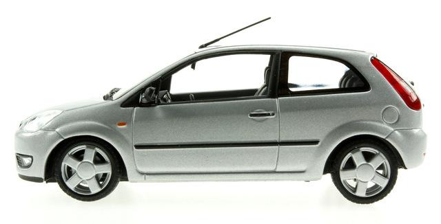 Ford Fiesta 3p. serie V (2002) Minichamps 1/43 Gris Metalizado