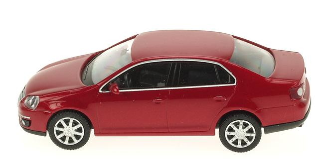 Volkswagen Jetta serie V (2005) Wiking 1/87 Rojo Metalizado