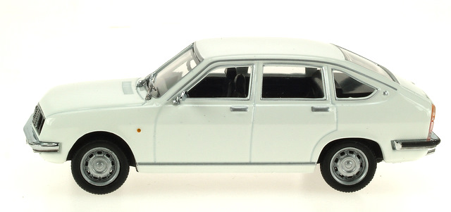 Lancia Beta Berlina (1972) Pego 1/43 Blanco