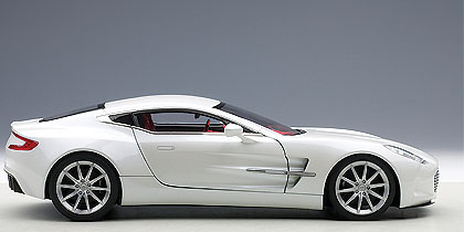 Aston Martin ONE-77 (2009) Autoart 1/18 Blanco Escarcha
