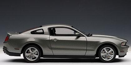 Ford Mustang GT (2010) Autoart 1/18 Gris Oscuro Metalizado
