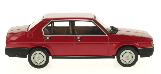 Alfa Romeo 90 (1984) Pego 1/43 Rojo Metalizado