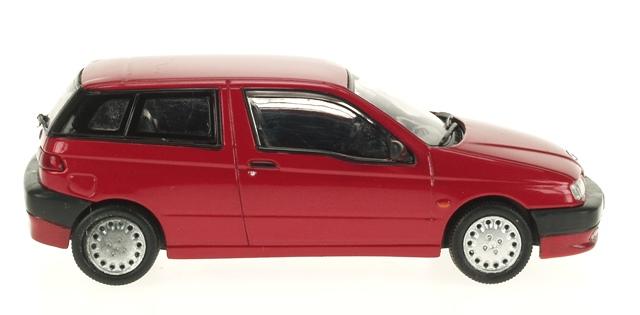 Alfa Romeo 145 (1994) Pego 1/43 Rojo Metalizado