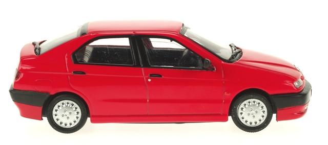 Alfa Romeo 146 (1994) Pego 1/43 Rojo Llantas sin pintar