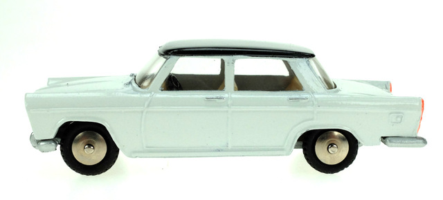 Fiat 1800 (1960) Scott 1/50 Blanco Techo Negro
