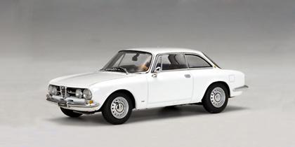 Alfa Romeo 1750 GTV (1967) Autoart 50103 1/43