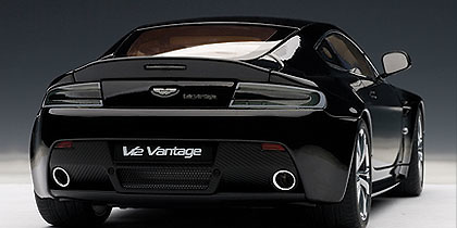 Aston Martin V12 Vantage (2010) Autoart 70207 1/18