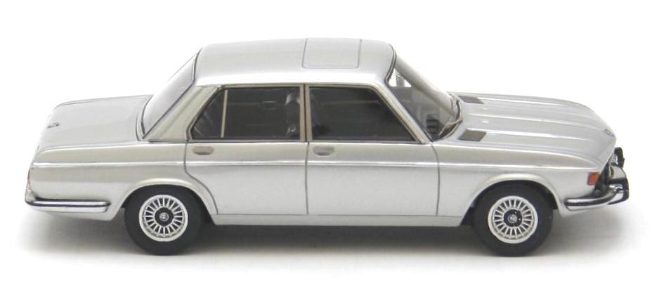 BMW 3.0i -E3- (1975) Neo 43492 1/43
