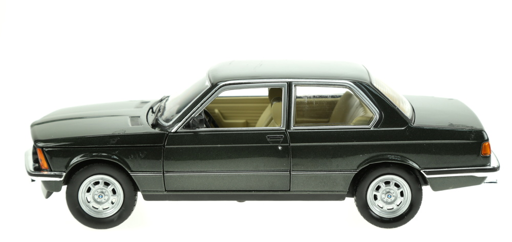 BMW 318i (1981) Atlas 2435 1:24